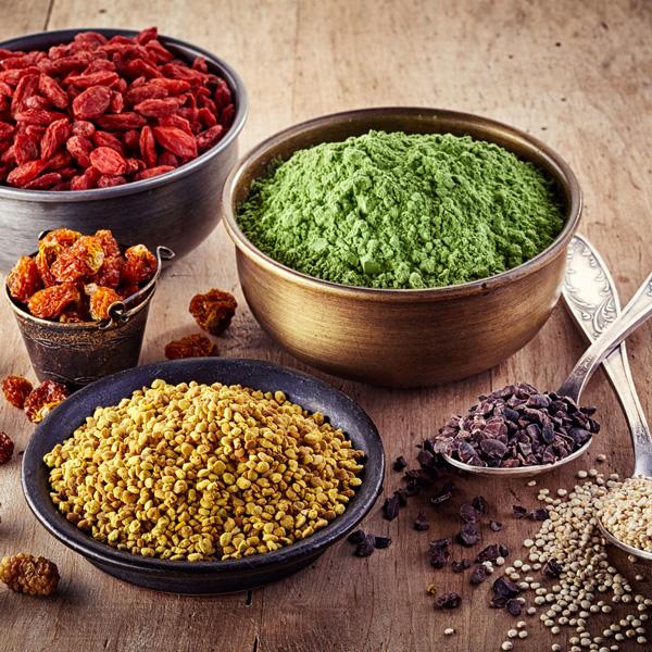 pots de graines et épices